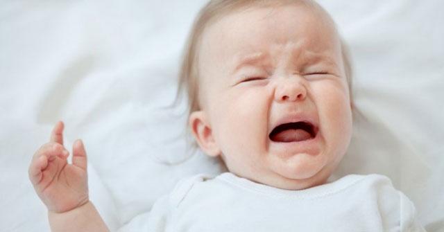 Trẻ nhỏ quấy khóc