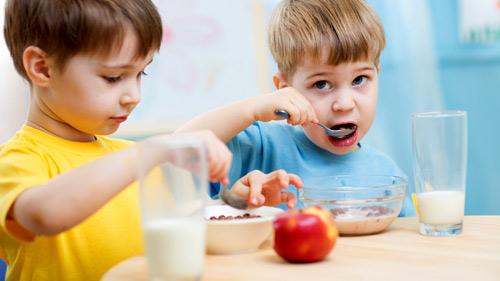 Giúp trẻ ăn ngon miệng trong mùa hè