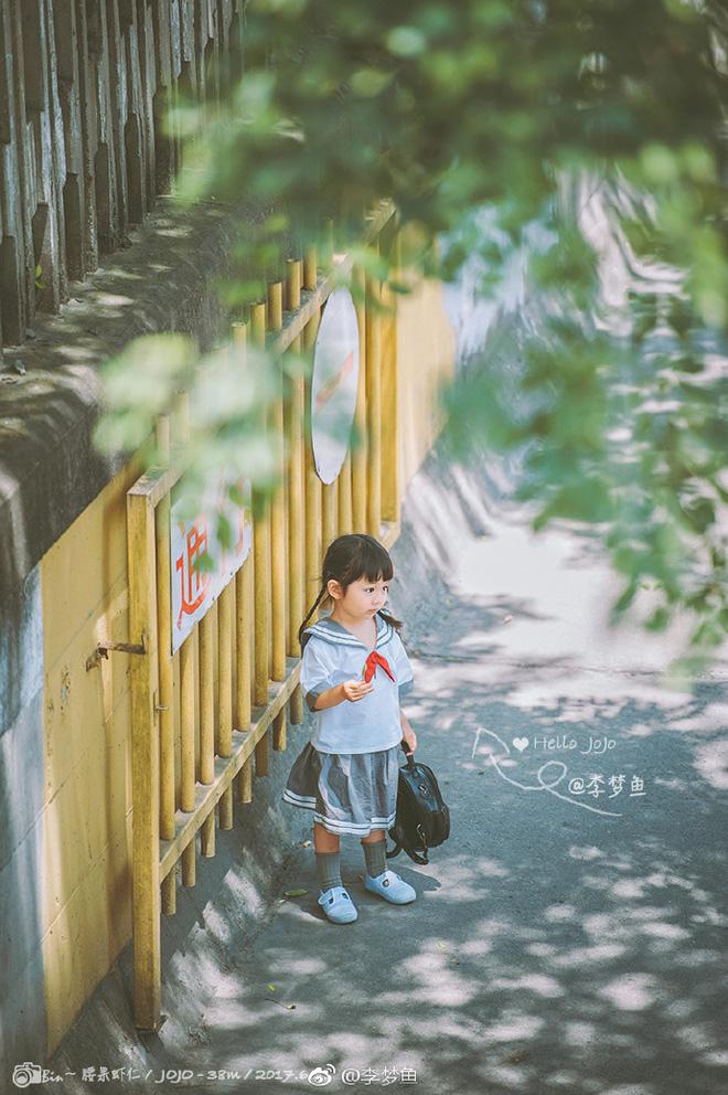 Bé gái 3 tuổi vụt sáng thành ngôi sao mạng xã hội sau khi bố khoe hàng trăm bức ảnh chụp con gái - Ảnh 2.
