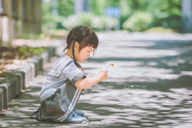 Bé gái 3 tuổi vụt sáng thành ngôi sao mạng xã hội sau khi bố khoe hàng trăm bức ảnh chụp con gái - Ảnh 1.