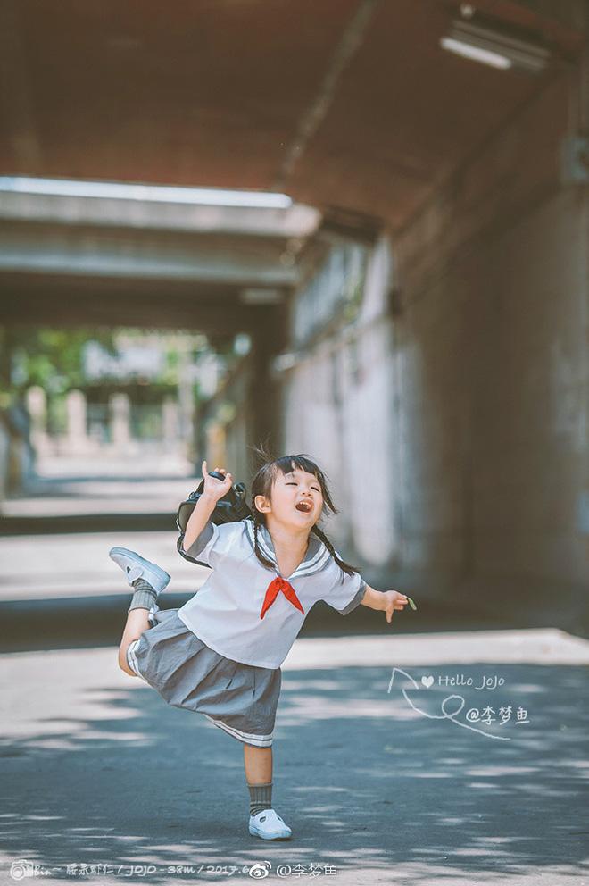 Bé gái 3 tuổi vụt sáng thành ngôi sao mạng xã hội sau khi bố khoe hàng trăm bức ảnh chụp con gái - Ảnh 3.