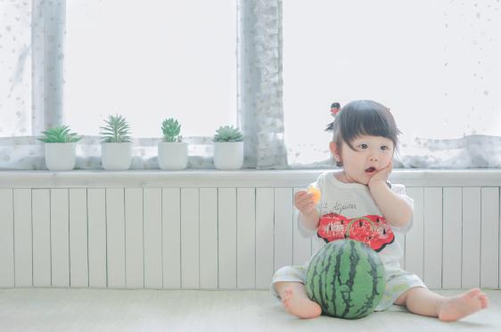 Bé gái 3 tuổi vụt sáng thành ngôi sao mạng xã hội sau khi bố khoe hàng trăm bức ảnh chụp con gái - Ảnh 4.