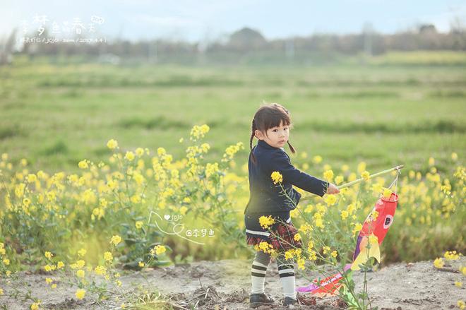 Bé gái 3 tuổi vụt sáng thành ngôi sao mạng xã hội sau khi bố khoe hàng trăm bức ảnh chụp con gái - Ảnh 24.