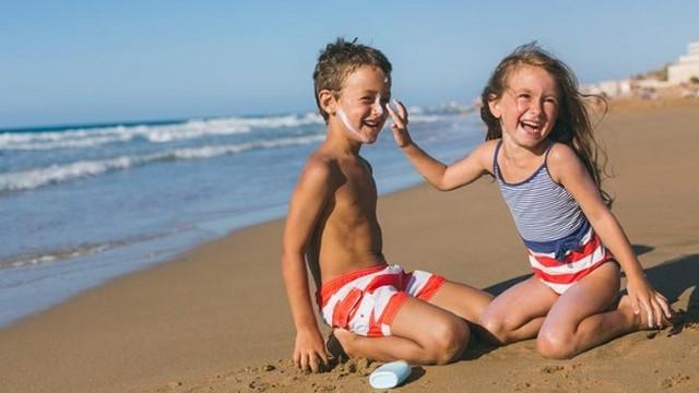 cách chọn kem chống nắng an toàn cho trẻ em
