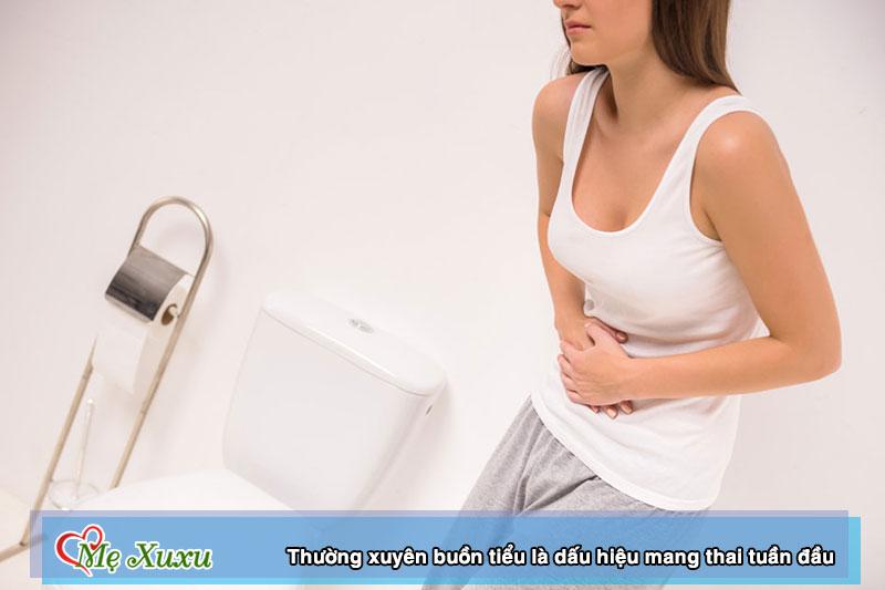 Thường xuyên buồn tiểu là dấu hiệu mang thai tuần đầu