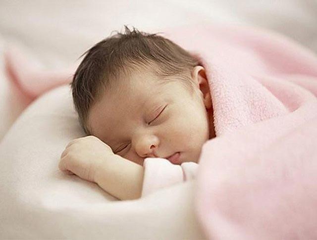 Trẻ sơ sinh cần được duy trì thân nhiệt để tránh những bệnh lý ảnh hưởng đến sức khỏe và sức đề kháng